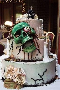 10 Halloween Wedding Cakes that Surely will Give an Eerie Touch - Wedding is a special day and we all try to give some unique touch on that day. Those who are planning to get married this Halloween to. Skull Wedding Cakes, Zombie Wedding Cakes, Gothic Wedding Cake, Gothic Cake, Halloween Wedding Cakes, Crazy Wedding Cakes, Skull Cakes, Zombie Cakes, Crazy Cakes