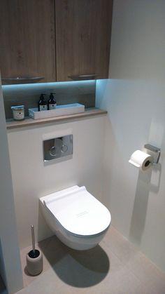No nasty bases to have to clean. Could just mop under… Ik wil dit soort toiletten. Kon in plaats daarvan er gewoon snel onder dweilen! Bathroom Design Luxury, Bathroom Layout, Modern Bathroom Design, Bathroom Designs, Bathroom Ideas, Small Toilet Room, Small Bathroom, Downstairs Bathroom, Bathroom Sinks