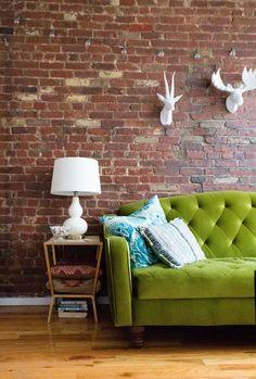 43 Trendy Ideas For Living Room Decor Green Couch Exposed Brick Decor, Green Sofa, Interior, Exposed Brick Apartment, Home, Velvet Furniture, Spring Interiors, Living Room Decor, Interior Design