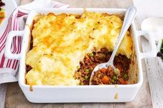 Our easy vegetarian shepherd's pie has a hearty pumpkin and lentils filling and is topped with a super cheesy mash. It'll be a new family favourite dinner in no time at all! Cheesy Mashed Potatoes, Pie Tops, Dash Diet, Pie Recipes, Chicken Recipes, Recipies, Easy Dinner Recipes, Easy Dinners, Tray Bakes