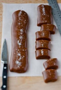 Fleur de Sel Caramels from Barefoot Contessa (hello holiday baking + gift giving) Candy Recipes, Sweet Recipes, Holiday Recipes, Yummy Treats, Sweet Treats, Yummy Food, Köstliche Desserts, Dessert Recipes, Fudge Caramel
