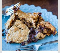 Chocolate Chip Peanut Butter And Oatmeal Skillet Cookie #Food #Drink #Trusper #Tip