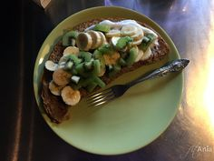 Omlet z bananem, kiwi i jogurtem :)