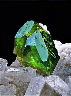 Titanite on Albite - Pakistan Minerals And Gemstones, Crystals Minerals, Rocks And Minerals, Stones And Crystals, Natural Gemstones, Crystal Serenity, Metallic Luster, Crystal Shapes, Beautiful Rocks