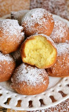 Easy Ricotta Doughnuts 23 Foods That'll Make You Want To Celebrate Chrismukkah No Bake Desserts, Easy Desserts, Dessert Recipes, Gourmet Desserts, Plated Desserts, Donut Recipes, Baking Recipes, Italian Pastries, French Pastries