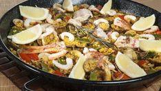 Bruno Oteiza prepara una receta de arroz con salmonetes, gambas, almejas, judías verdes, pimiento rojo, ñora, azafrán y vino de Jerez.