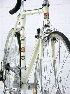 I hod one of theese once - Peugeot 1966 Classic Road Bike, Classic Bikes, Velo Vintage, Vintage Bicycles, Bici Retro, Peugeot Bike, Retro Bicycle, Mountain Bike Shoes, Mountain Biking