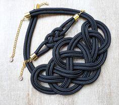 Fekete, magasfényű Krisztina Lango csomós nyaklánc és karkötő. http://krisztinalango.hu/?product_cat=mens-clothing #rope #necklace #bracelet #knotted #jewel #krisztinalango #lango