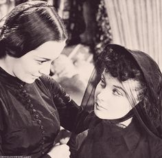 Olivia deHavilland and Vivian Leigh - what a lovely photograph