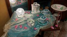 Lampada a sfera con traforo, busta e shopper portalettere, portacandela con traforo cuore, tazze tisaniere, lavabo
