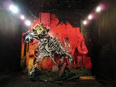 Zebra, Street Art con materiali di recupero