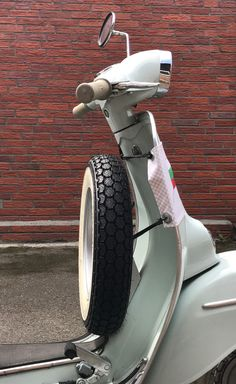 50mm TWO TONE RESIN 3D BADGE SCOOTER MOD  Li Tv Sx GP LAMBRETTA VESPA Px PK T5