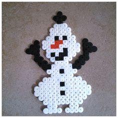 Pearler Bead Patterns, Perler Patterns, Olaf, Hamma Beads Ideas, Christmas Perler Beads, Motifs Perler, Hama Beads Design, Peler Beads, Bottle Cap Art
