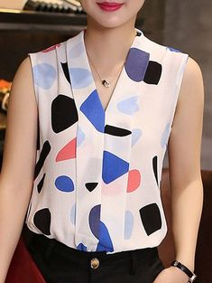 Chic V Neck Sleeveless Printed Chiffon Blouse For Women - New In Tops Blouse Patterns, Blouse Designs, Short Tops, Blouse Styles, Work Attire, Fashion Outfits, Womens Fashion, Blouses For Women, Chiffon Tops
