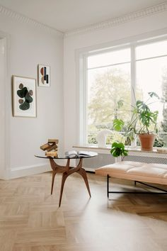 hans bølling triiio table | April and May