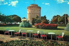 Οι καρέκλες έχουν τη δική τους ιστορία... Λευκός Πύργος, Πάρκο Τσιρογιάννη στο ύψος της Φιλικής Εταιρείας, μια όμορφη ανοιξιάτικη μέρα της δεκαετίας του '60