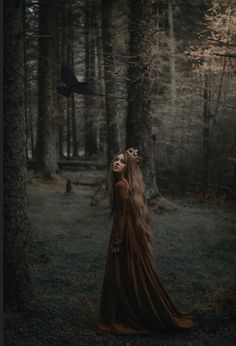 Ideas for photography inspiration dark fairytale photography 714172453389991297 Forest Photography, Photography Women, Portrait Photography, Fashion Photography, Dark Fantasy Photography, Photography Ideas, Umbrella Photography, Gothic Photography, Photography Books