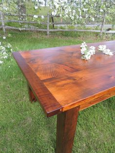 Beautiful Eastern White Pine top with Tiger Maple breadboard ends.