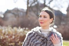 Sunday Walk with a Cosy Fur Cape -  Furcape: Kopenhagen by Andersen | Cashmere Sweater: Darling Harbour | Jeans: JBrand Boots: Sergio Rossi | Errings: Christ | Bag: FredsBruder