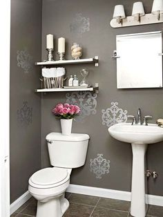 Dark floral print wall bathroom
