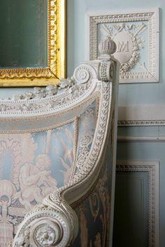 Détail du cabinet des Glaces mouvantes au Petit Trianon / Detail of the Cabinet of Movable Mirrors in the Petit Trianon