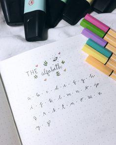O post tão pedido saiu! 🙊✨ Tentei mostrar da forma mais fiel possível como é a minha letra. Me contem o que acharam. 💛 . . . #lettering…