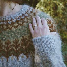 irishhomestead's Lopapeysa colorwork sweater in Icelandic Lett Lopi. Cable Knitting, Fair Isle Knitting, Sweater Knitting Patterns, Knit Patterns, Nordic Pullover, Nordic Sweater, Winter Sweaters, Sweaters For Women, Icelandic Sweaters