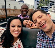 """Here Are 33 Behind-The-Scenes """"Brooklyn Nine-Nine"""" Pictures That'll Make You Love The Cast Even Andy Samberg, Brooklyn Nine Nine Funny, Brooklyn 9 9, Jake And Amy, Jake Peralta, Leelah, Terry Crews, Cinema Tv, Film Serie"""