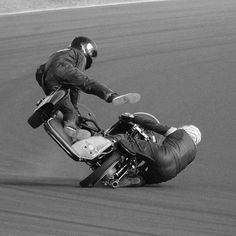 That& what I call body control 👍 your Volker motorcycle Motor Team . Vintage Bikes, Vintage Motorcycles, Custom Motorcycles, Custom Bikes, Custom Baggers, Triumph Motorcycles, Racing Motorcycles, Valentino Rossi, Ducati