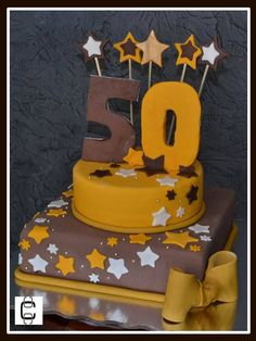 FONDANT 50 BIRTHDAY CAKE - BROWN AND YELLOW WITH STARS (Pastel para fiesta de 50 años, en colores cake y amarillo mostaza decorado con estrellas)