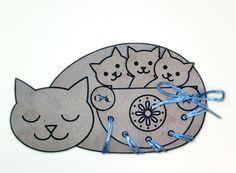 Paper cat Papír cicamama - színező-kivágó-fűzögető játék