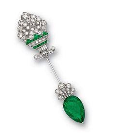 Art Deco.  Platinum, Emeralds, Diamonds Jabot Pin