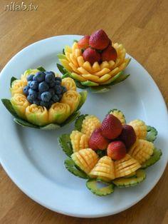 Fruit And Vegetable Carving, Vegetable Dishes, Fruit Platter Designs, Fruits Decoration, Amazing Food Art, Food Sculpture, Food Carving, Food Garnishes, Food Displays
