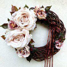 Věnec s kávovými růžemi a pivoňkami Shabby Chic Wreath, Summer Wreath, Grapevine Wreath, Grape Vines, Floral Wreath, Wreaths, Decor, Floral Crown, Decoration