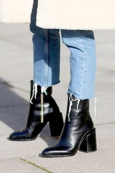 Botas mujer mode frauen stiefel quadratische ferse zapatos mujer pu-leder obersc… Botas mujer fashion women boots square heel zapatos mujer pu leather thigh high heels pumps boots INS party shoes Martin boots Fashion Ideas Fashion Mode, Look Fashion, Fashion Shoes, Lifestyle Fashion, Fashion Trainers, Fashion 2018, Cheap Fashion, Fashion Fall, Fashion Brands