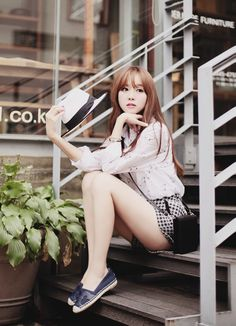 "ulzzang-selca-fashion: ""Kim shin yeong "" Mmm , luv that little skirt on her !"
