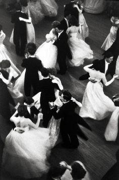 Queen Charlotte's Ball; London, 1959. Photo: Henri Cartier-Bresson