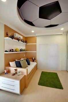 """Já pensou em transformar o quarto do seu filho num """"campo de futebol""""? Se ele (ou o papai) é louco pelo esporte, tenho certeza que vai adorar essa ideia. Acor verde, geralmente, se tor…"""