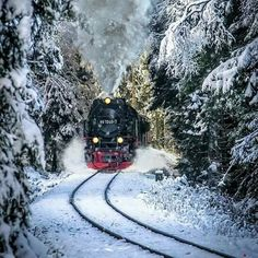 GIF by Mani Ivanov. Discover all images by Mani Ivanov. Find more awesome images on PicsArt. Winter Christmas Scenes, Christmas Scenery, Winter Scenery, Christmas Art, Beautiful Christmas, Vintage Christmas, Christmas Animated Gif, Merry Christmas Images, Peanuts Christmas