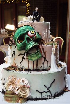 A perfect #Halloween wedding cake!  www.twaphoto.com #weddingcakes