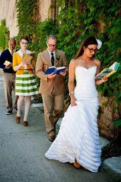 Libros ¡¡¡ ¿Qué te parece si los regalas como suvenir de la boda?, ¡mira la idea: http://www.caboevents.com.mx/2013/05/06/regala-libros-como-souvenir-de-boda/