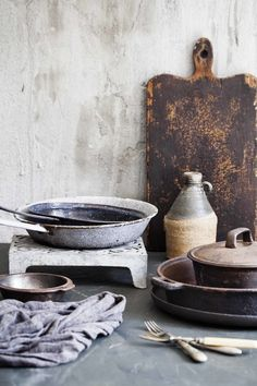 vintage rustic props for food photography Design Set, Wabi Sabi, Rustic Kitchen, Vintage Kitchen, Rustic Table, Food Photography Props, Outdoor Photography, Children Photography, Décor Antique