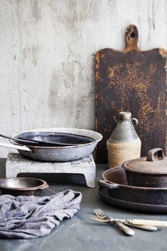 Bunter Mix. Erdtöne. Küchenhelfer. Alte Schule. Keramik.