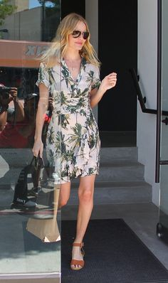 Kate Bosworth shops around in a tropical print H dress with flat sandals. What an easy heat wave-ready look!