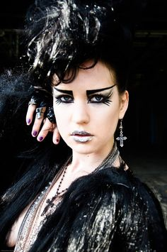 Artistic Gothic Makeup | Futuritic goth makeup and giant mohawk for photoshoot by Theresa ...