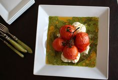 Roasted Caprese salad with tomatoes, mozerella and basil sauce : vegetarian, italian