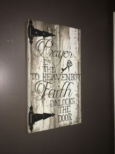 Signo espiritual religiosa de la puerta por Kccowhidecreations