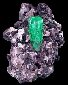 Beryl var.Emerald with Calcite - Coscuez Mine, Mun. de Muzo, Vasquez-Yacopí Mining District, Boyacá Department, Colombia Size: 4.8 × 3.4 cm