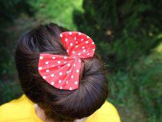 Diy Hair Bun Maker, Sewing Accessories, Hair Accessories, Sewing Projects For Kids, Sewing Ideas, Sewing Patterns, Doll Patterns, Sewing Hacks, Sewing Crafts