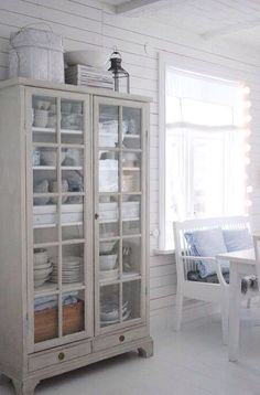 20 Dining Room Storage Ideas is part of Dining cabinet French Linens - Dining room cabinet storage is a must! First you have to decide if you want a feature piece do you have something you can upgrade, paint or add to if its not… Cocina Shabby Chic, Shabby Chic Kitchen, Kitchen Decor, Kitchen Hutch, Kitchen Dining, Kitchen Ideas, Kitchen White, Glass Kitchen, Shabby Chic Furniture